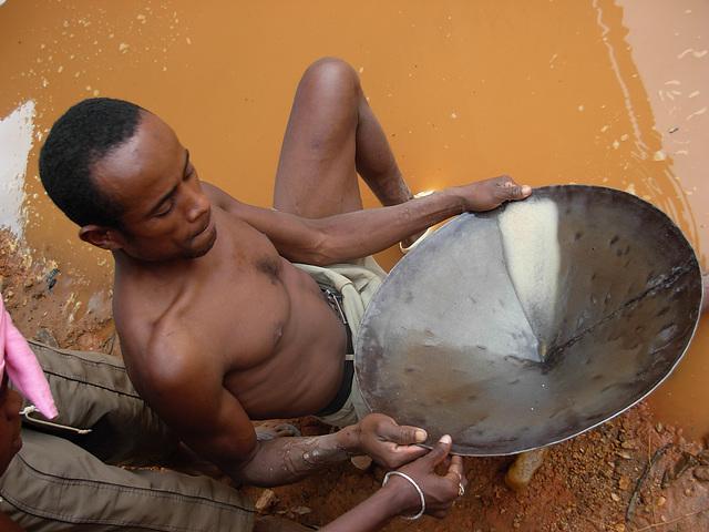 Orpailleur à Madagascar
