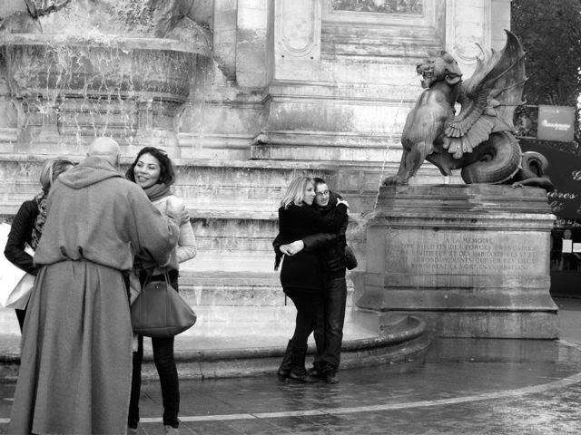 Paris - à ce soir au monastère, ...par la petite porte, cellule de gauche, ...venez toutes les deux, je vais vous montrer mon album des images des saintes ........