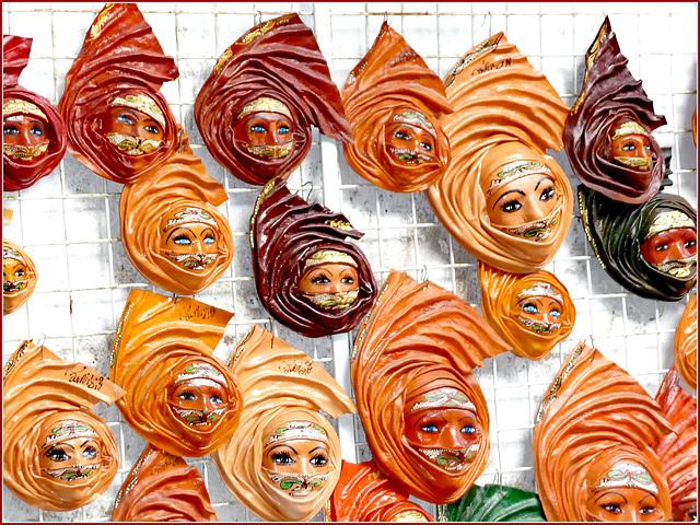 Kairouan : le belle mascherine tunisine firmate dall'autore : gli occhi vogliono la loro parte !!