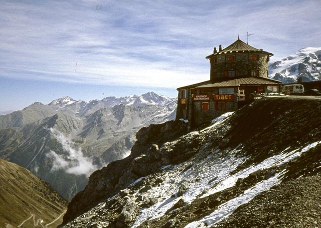 Auf dem Stilfser Joch 2757 m   (Diascan)