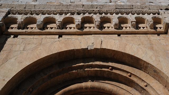 Esglesia Parroquial de Santa Cecilia, Molló