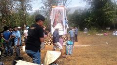 Rite funéraire / Funeral rite........ (Laos)