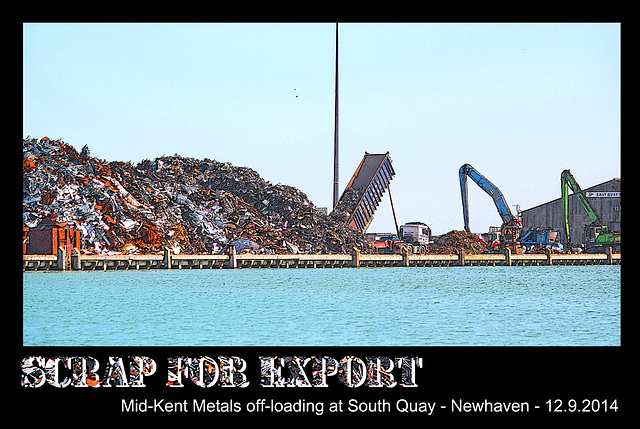Off-loading scrap metal - Newhaven - 12.9.2014