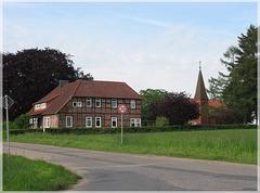 Pfarrhaus und St. Johannis-Kirche in Bleckmar