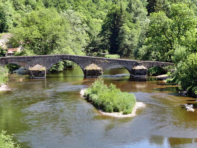 Pont Roman sur la Sioule .