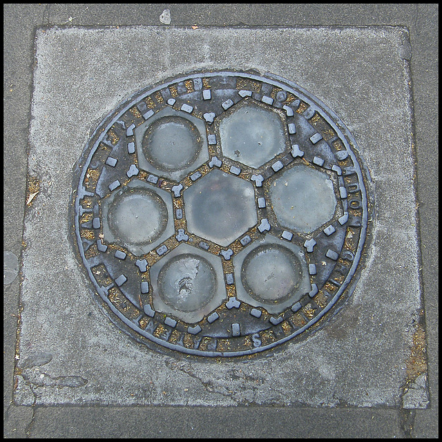 Queen Square coal hole lights
