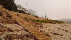 Escalier de jetée rudimentaire