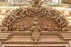 Porte avec symboles et divinités du bouddhisme tibétain (détail : le chapiteau) (Bodnath = Boudhanath, Kathmandu, Népal)