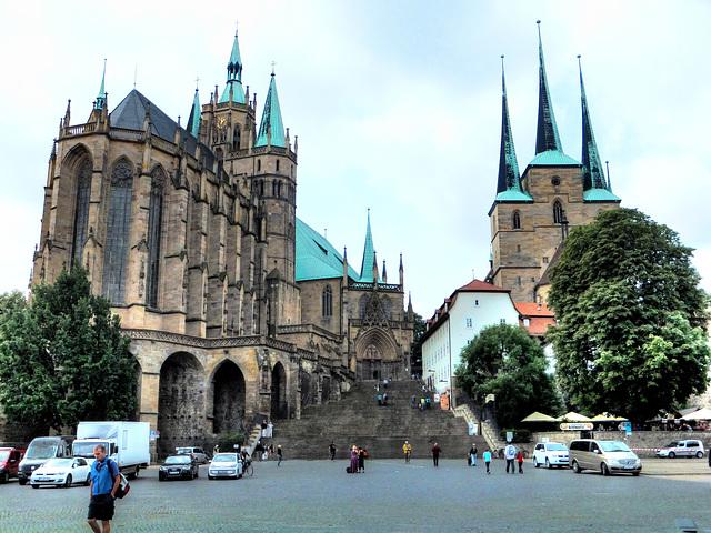 Links der Dom von Erfurt und rechts die St. Severikirche. ©UdoSm