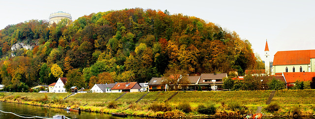 Kehlheim an der Donau und die Befreiungshalle. ©UdoSm