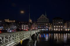 abends an der Rudolf-Brun-Brücke (© Buelipix)