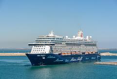 """cruise ship """"Mein Schiff 4"""" im Hafen von Cádiz"""