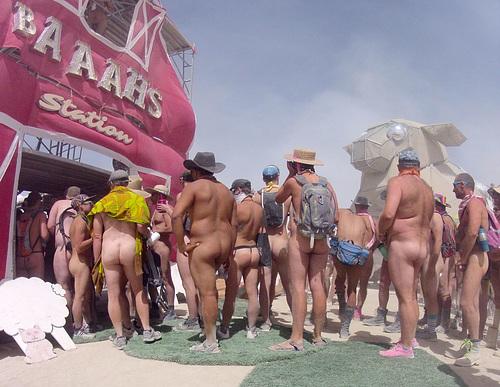 Naked Pub Crawl (0117)