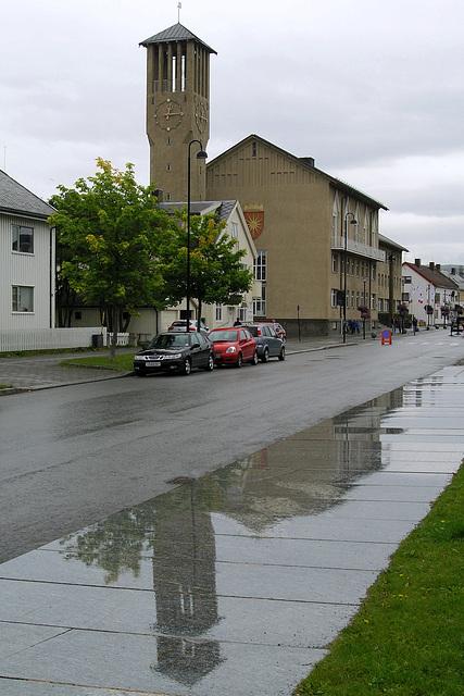 Bødo town hall reflection
