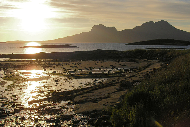 Evening at Løpvika bay and a view of Landegode island