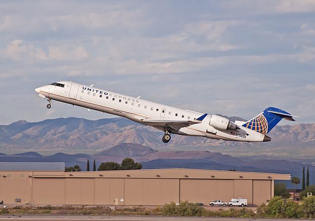 United Express Canadair CL-600 N706SK