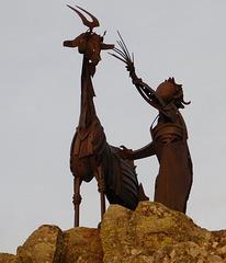 Sculpture sur un rond-point au-dessus de Privas