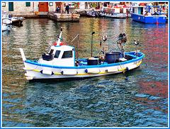 Barca da pesca tipica ligure : gozzo cabinato - (586)