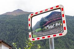 Haus im Spiegel - House in Mirror