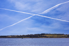 Contrails over the Clyde