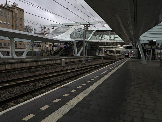 Auf einem Bahnsteig