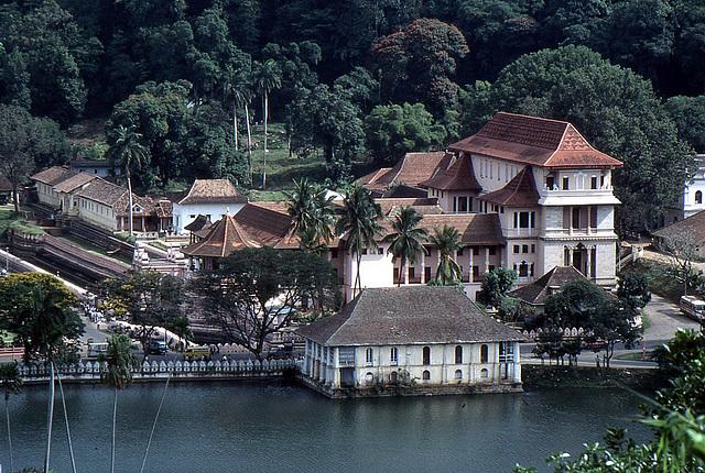Sicht auf Rajapihilla (Das königliche Bad) - Kandy