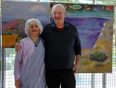 Pierre nous a quitté en 2017 . Je suis photographié à côté de sa femme Meera Dayal, artiste peintre aussi .