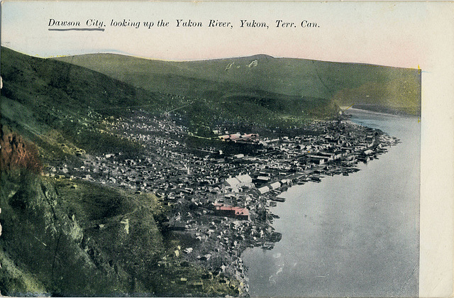 6686. Dawson City, looking up the Yukon River, Yukon, Terr. Can.