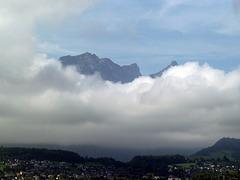 Die Wolken lichten sich, und geben den Blick frei auf die Berneralpen