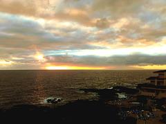 Sonnenaufgang surreal. Links Tenerife, rechts La Gomera. ©UdoSm