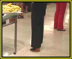 Bananas and wedges / Bananes et talons compensés.
