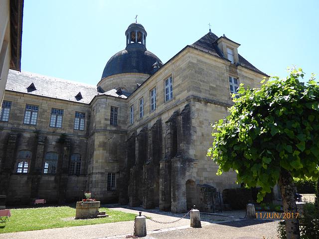 l'ancien Hotel Dieu d'HAUTEFORT