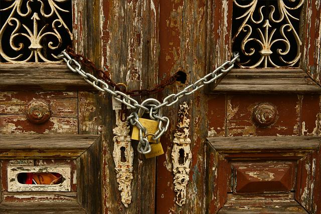 Santarém, porta acorrentada
