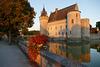 Le château de Sully-sur-Loire. Les douves.