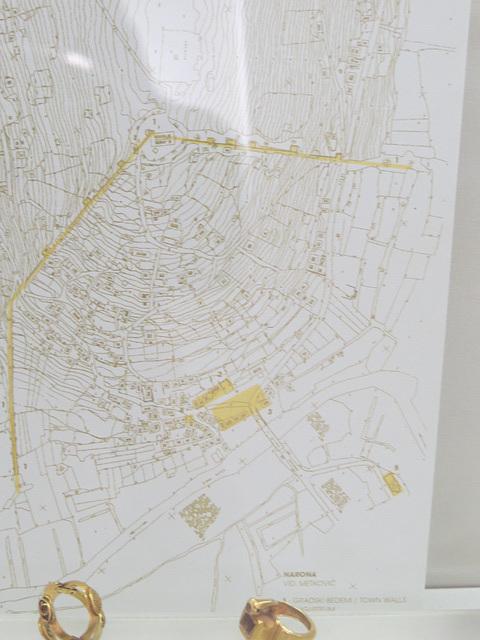 Carte de Narona, bagues trouvées avec le trésor.