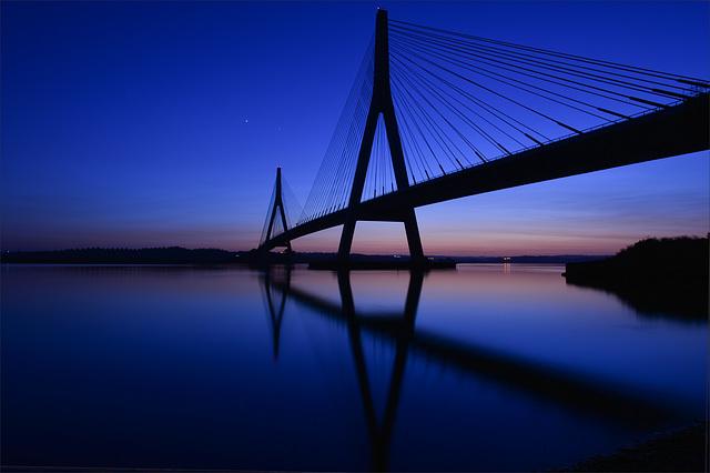 Ponte Internacional do Guadiana, blue