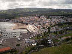 Overlooking view to Praia da Vitória.