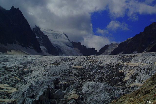 Glacier blanc et au fond Barre des Écrins 4102m