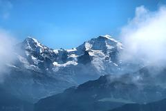 Und zwischen den Wolken der ewige Schnee.