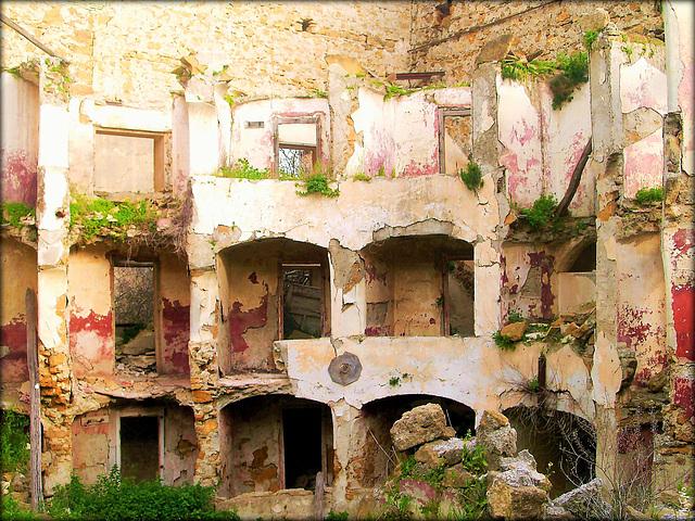 Ruins of Poggioreale, Teatro Comunale