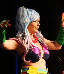 33 (71)...on stage...cosplay anime manga con