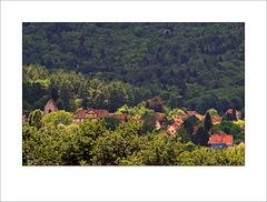 Petit village d'Alsace dans son écrin