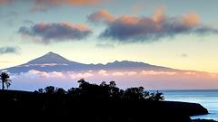 Sonnenaufgang am Teide auf Tenerife, gesehen von La Gomera.  1-1,778
