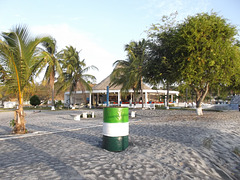 Poubelle de plage / Beach garbage bin