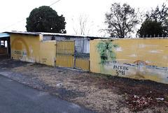 Stationnement clôturé / Fenced parking