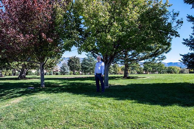 I was in front of Linda 's memorial tree