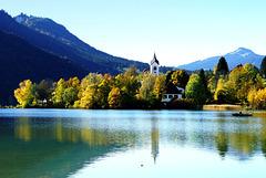 Die Kirche am Weissensee im Herbst.  The Church on Lake Weissensee in the autumn. ©UdoSm