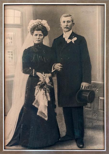 Hochzeitsfoto der Großeltern 1904