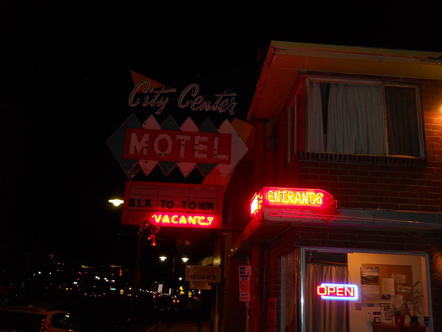 City Center Motel (before sign was lit)