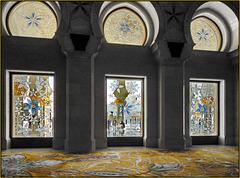AbuDhabi : attraverso le vetrate di cristallo si vede una super moskea ricca di colori